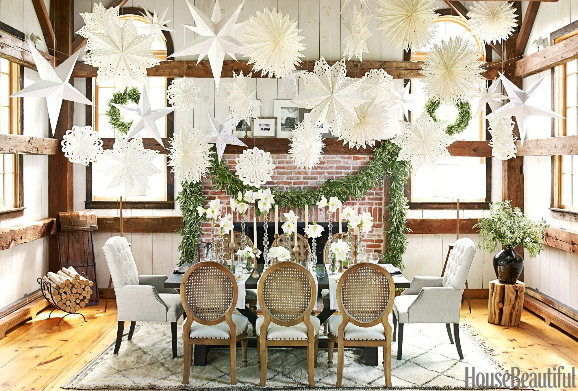The Best Christmas Decorating Ideas for Your Dining Room Decor | www