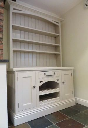 This chalk painted dresser is such a gorgeous transformation from the old pine stain