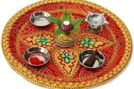 Arti Thali Decoration, Diwali Decorations, Festival Decorations, Cd Crafts, Hobbies And Crafts, Flower Rangoli, Wedding Plates, Quilling Craft,