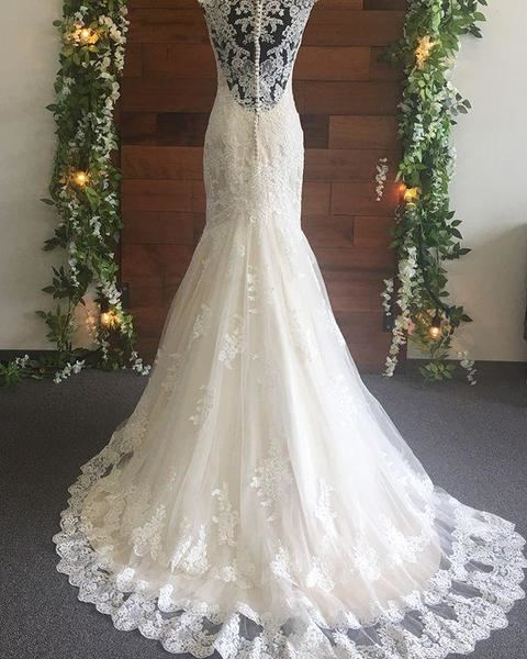 Spring 2017 Bohemian Mermaid Wedding Dresses Jewel Neck Fit And Flare Court Train Long Sleeves White Summer Beach Bridal Gowns Lace Wedding Gown Mermaid