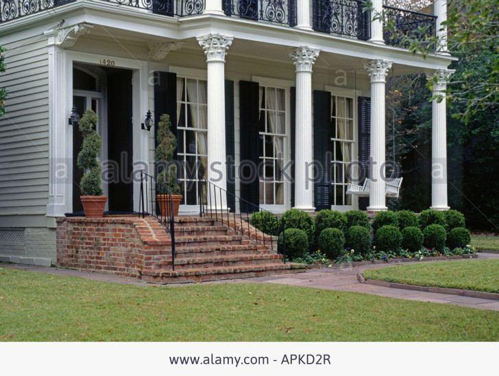 interior design with massive columns in olive wood alberto artuso