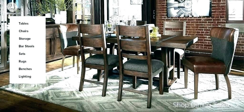 Image of item Realyn White Oval Extendable Dining Room Set