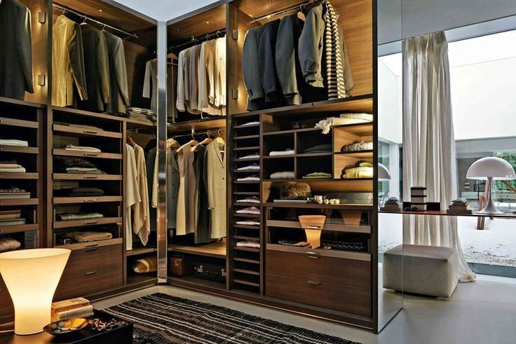 Learn How To Build A Timeless Capsule Wardrobe